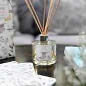 """🌿❤🌞 Comme une envie de #printemps… avec """"La Vie"""", notre fragrance aérienne et délicate à la fleur de poirier. 8 semaines de diffusion, 8 semaines de voyage #sensoriel, de vergers fleuris, Vous allez fondre 😍⭐🌾 pour ses notes de fleurs blanches, de santal et de musc !   ‼👉 En stock sur notre e-shop, en boutique ainsi que dans tous nos points de vente en #france.  🇬🇧❤ Based upon the scent of pear blossoms, this LA VIE reed diffuser evokes the #blooming orchards that brighten the Provençal countryside as winter gives way to spring. It will perfume your home for about 8 weeks.  #parfumdambiance #homefragrance #loveinstremy #springiscoming #Provence #madeinfrance ----------------- credit : @thierryteisseire"""