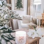 Comme @une.fille.de.provence, ❤🎄⭐imaginez une ambiance #hugge dans votre intérieur avec notre bougie 3 mèches Winter In Provence. On aime son petit mas plein de charme et d'inspirations parfumées pour Noël, et vous ?  A retrouver sur notre e-shop : www.loveinstremy.com  #bougieparfumée #idéecadeau #noelenprovence #winterinprovence #interiordeco #christmasdecorw