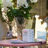 #summerinprovence, 🌿🌾☀️ un parfum unique, mélange de lavande et d'herbes fraîchement coupées. Cette bougie répand ses effluves avec légèreté tel un «Souffle de lavande».  Its perfume, a mix of #lavander and freshly cut grass, spreads with lightness just like a «Breath of lavender». 🌿🌾☀️  #lavande #scentedcandle #saintremydeprovence #shoppingaddict #provence #breath