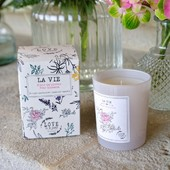 La Vie, délicatement parfumée à la fleur de #poirier, diffuse ses effluves dans votre intérieur pendant 45 heures. 🌿🌾💖 Encre de chine sur papier naturel, verre en opaline blanc, packaging haut de gamme en #tintoretto, offrez le cadeau #chic et #boheme, de fabrication française. - ✔ www.loveinstremy.com - La Vie #candle, delicately perfumed with pear blossom, diffuses its #fragrances in your interior for 45 hours. 🌿🌾💖 Indian ink on #natural paper, white opaline glass, high-end packaging in #tintoretto, offer the perfect gift #chic and #boheme, made in France. - Crédit photo : @thierryteisseire  - #scentedcandle #life #vivreenprovence #interiordesign #bougiesparfumées #stremydeprivence  #instaflowers  #provence
