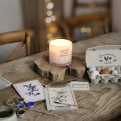 """C'est notre #repost 🥰💯😍 Instagram de la semaine parce qu'on adore cette collab teintée de douceur et de partage.  @une.fille.de.provence et son cocon amoureux nous offrent toute l'ambiance #cosy de l'hiver 🌾🔥⭐️ et de notre bougie au feu de bois """" Winter In Provence"""". Merci !  🔥 Dispo sur le shop (lien en bio).  Repost of the week 🥰💯😍 with our three wick wood fire scented candle in Adeline lovely and warm interior. Thank you so much !  #homesweethome  #winterinprovence #loveinstremy #scentedcandle #winter #bougieparfumée"""