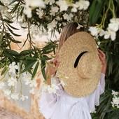 La puissance du jasmin a quelque chose de magique. 🌿☀️ Et vous, quelle est la senteur qui vous transporte ? #quizz #questiondujour #senteur  #jasmineblossom #provence We love jasmine scent ! How about you ? What is your favorite fragrance ? 🌿☀️