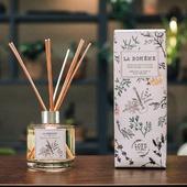 """🎁🎄 -25 % SUR NOS BOUGIES PARFUMÉES & DIFFUSEURS 🎁🎄 Noël approche, nous avons décidé de vous faire plaisir. Profitez de notre offre spéciale """"Les jours heureux"""" jusqu'au 2 décembre minuit ! ⚡❤️🎄⭐ 🛒 E-shop 🔗 lien dans la bio - #bougiesparfumees #ideecadeau #provence #amour #noel #promotions"""